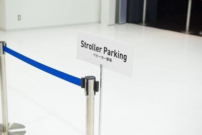 入口前にあるベビーカー置き場☆入場も可能ですが混雑時には置いていただいた方がお過ごしいただきやすいです。