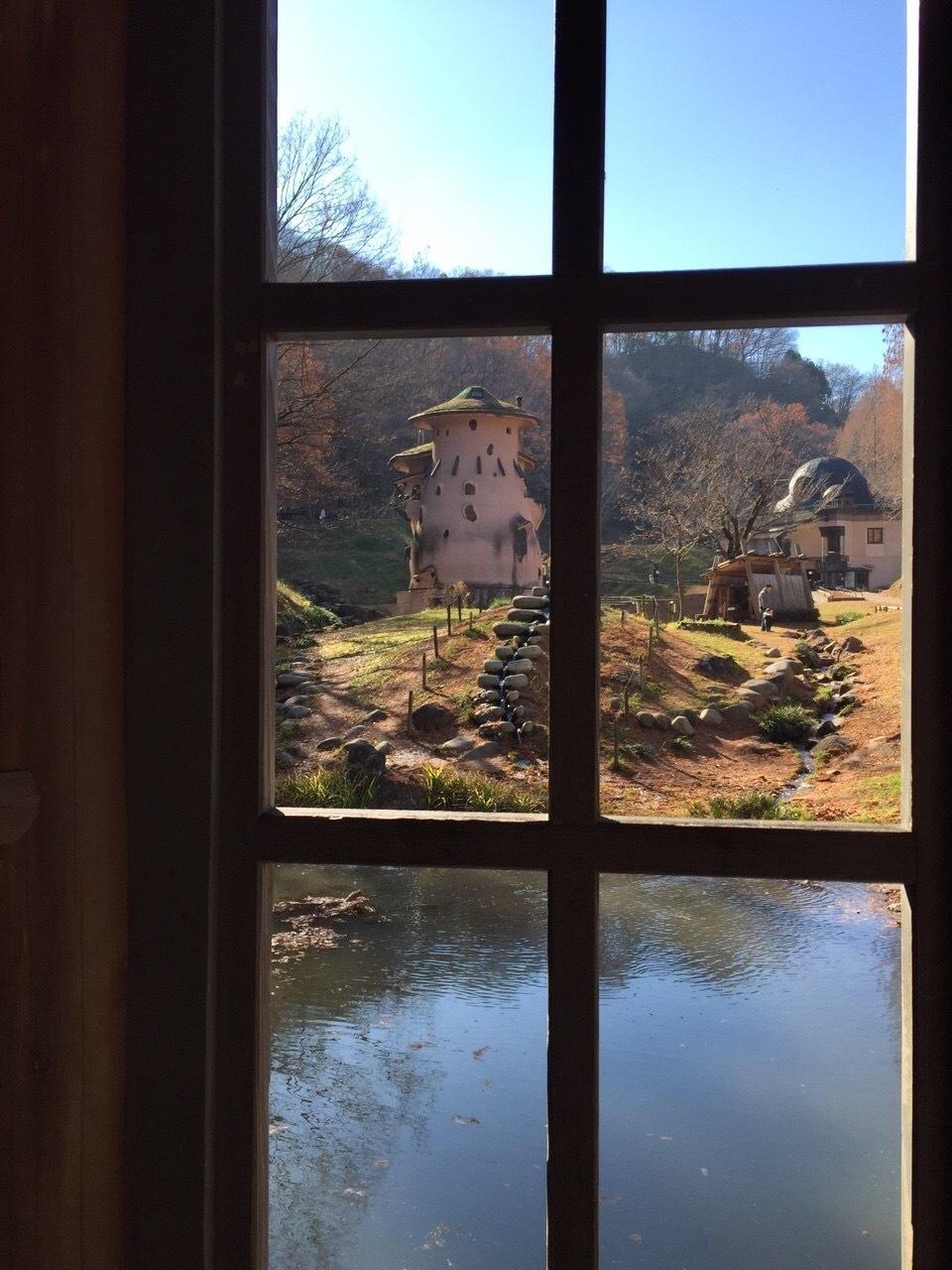 ムーミン一家の水浴び小屋から見たムーミン屋敷です。