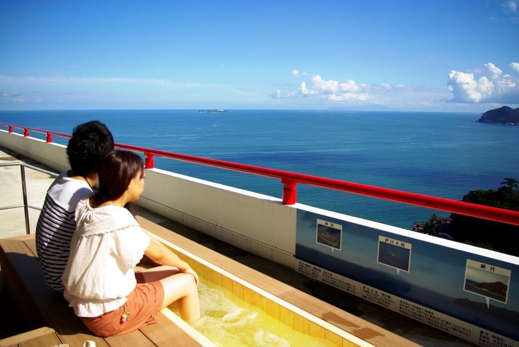 お城前からは熱海市内が一望できます。