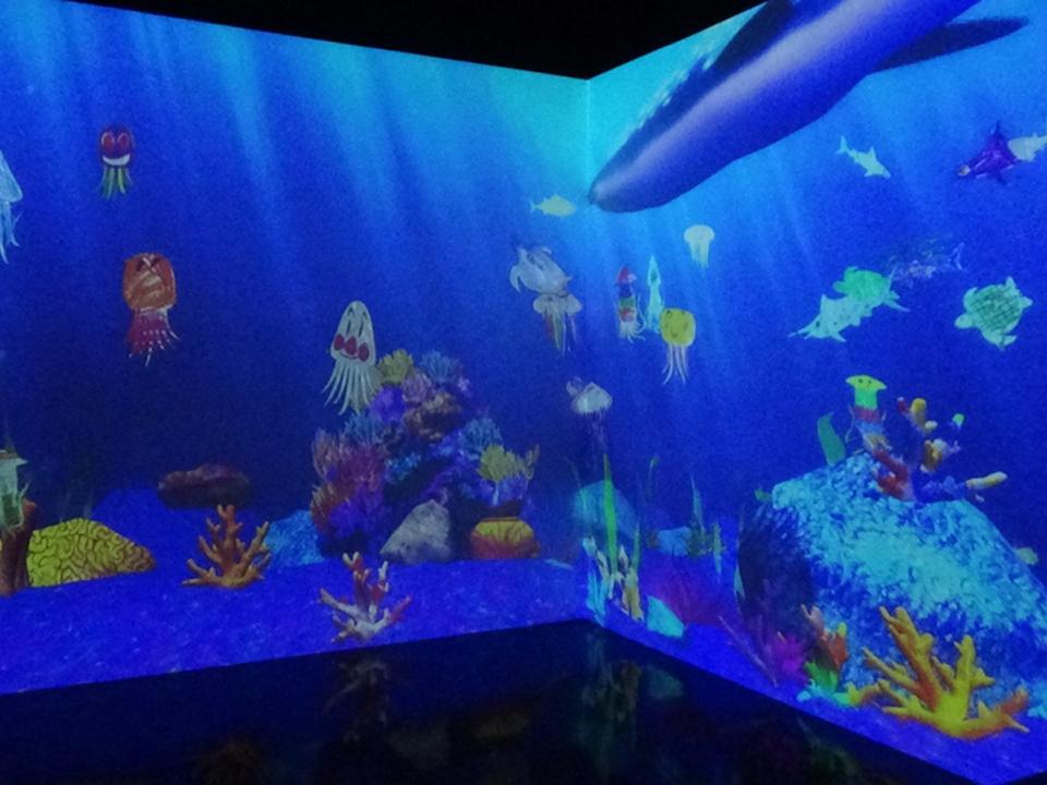 描いた絵が動き出す「お絵かき水族館」と「お絵かきタウン」