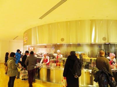 さあこちらもお待ちかね♪4種類の中からお好みのスープと、12種類の具材の中から4つのトッピングを選ぼう!味の組み合わせは、なんと合計5,460通り!!