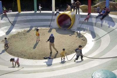 「あさひが丘」は大型遊具にアスレチックと、子どもがめいっぱい遊べる場所
