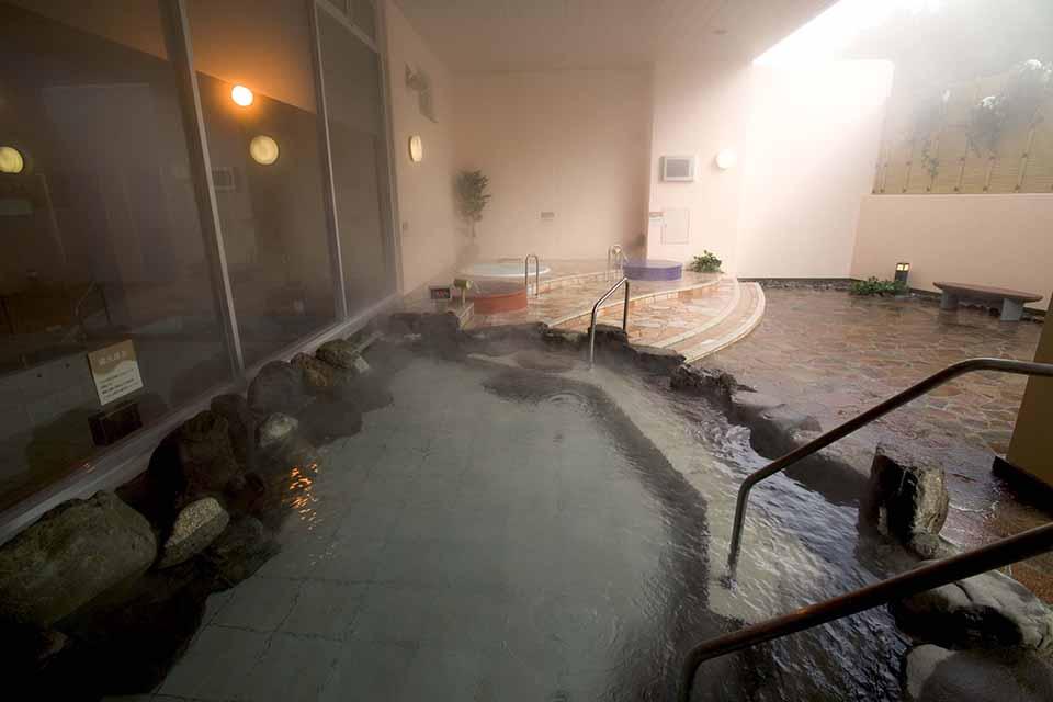 24時間営業の天然温泉