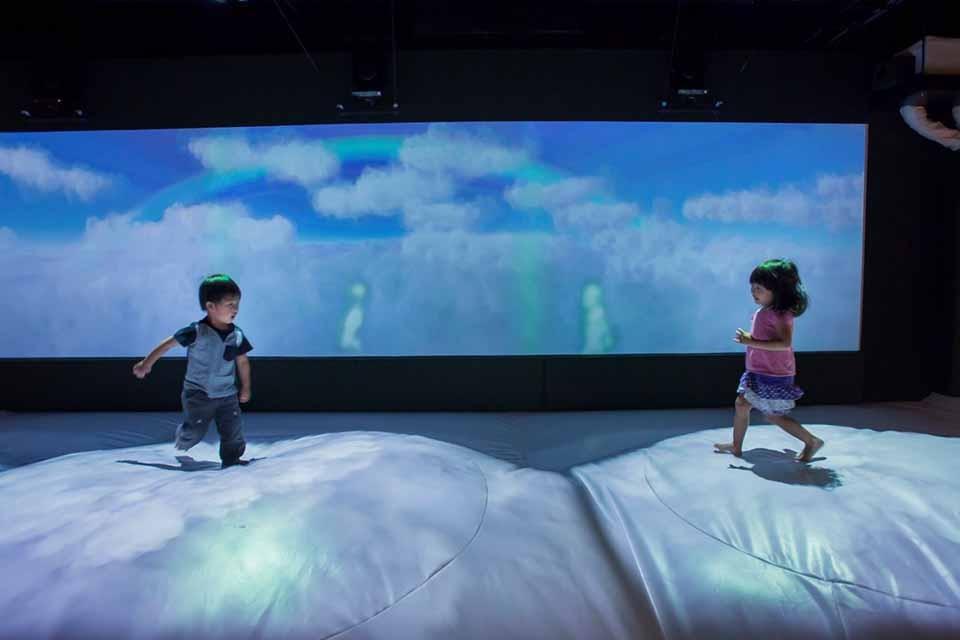 ふわふわの雲の上で大冒険!