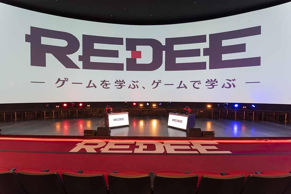 プロゲーマー体験!日本最大級スクリーンの前で e スポーツ大会決勝戦の疑似体験ができる