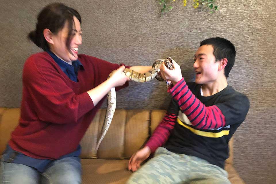爬虫類カフェバー&サロンReptime レプタイム