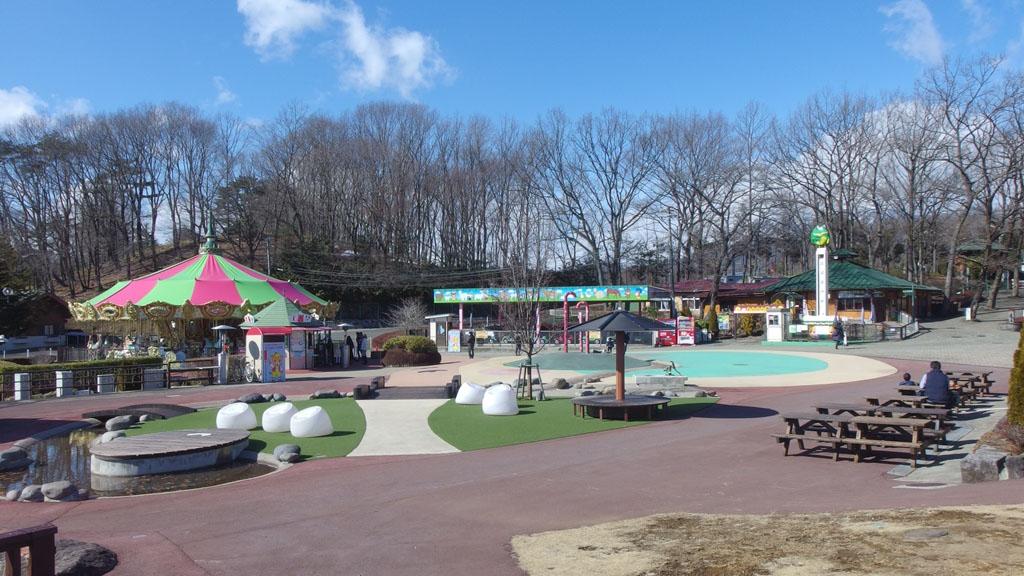 """那須唯一の湖""""りんどう湖""""を囲んだ園内で[乗物・動物・食事・買物]など様々な体験が可能"""