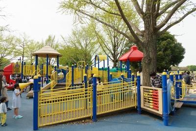 よちよち歩きの子から、ベビーカー、車イスまで ユニバーサルデザインの公園