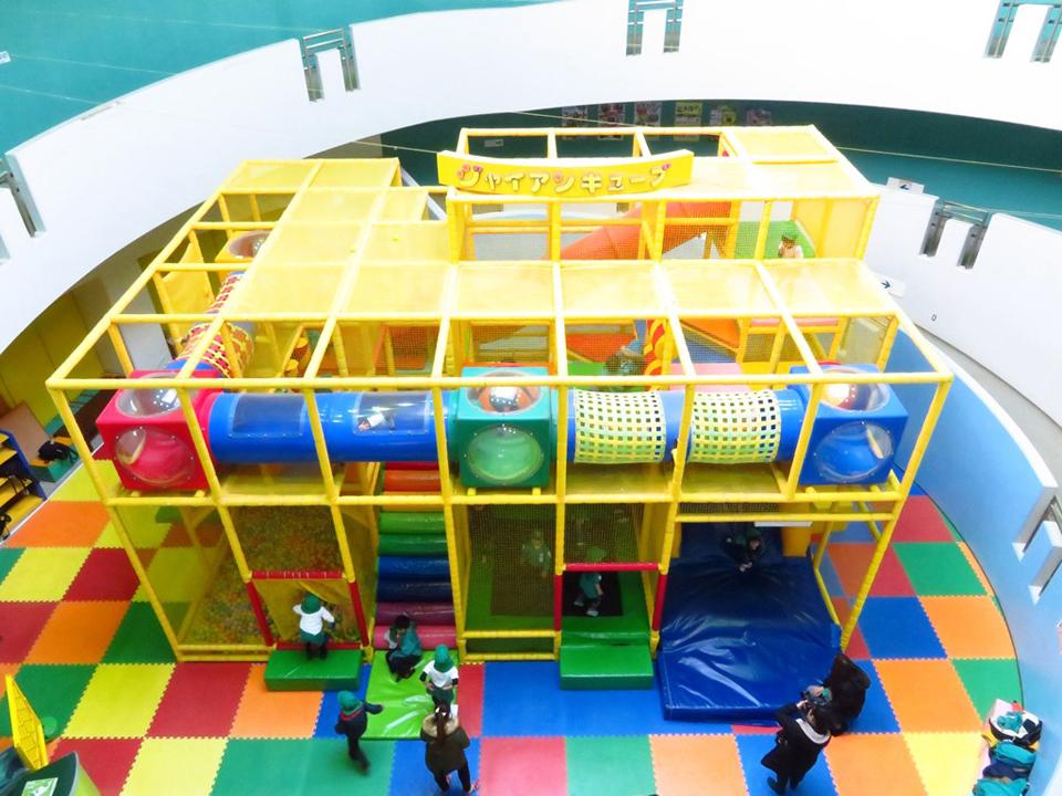 無料で遊べる巨大な屋内遊具、アソビングビレッジ