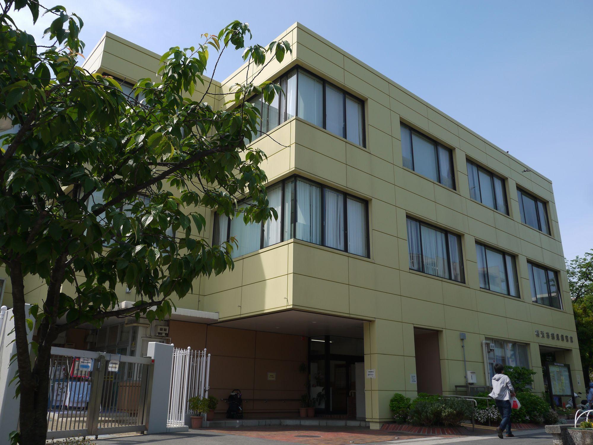 横浜市立 鶴見図書館