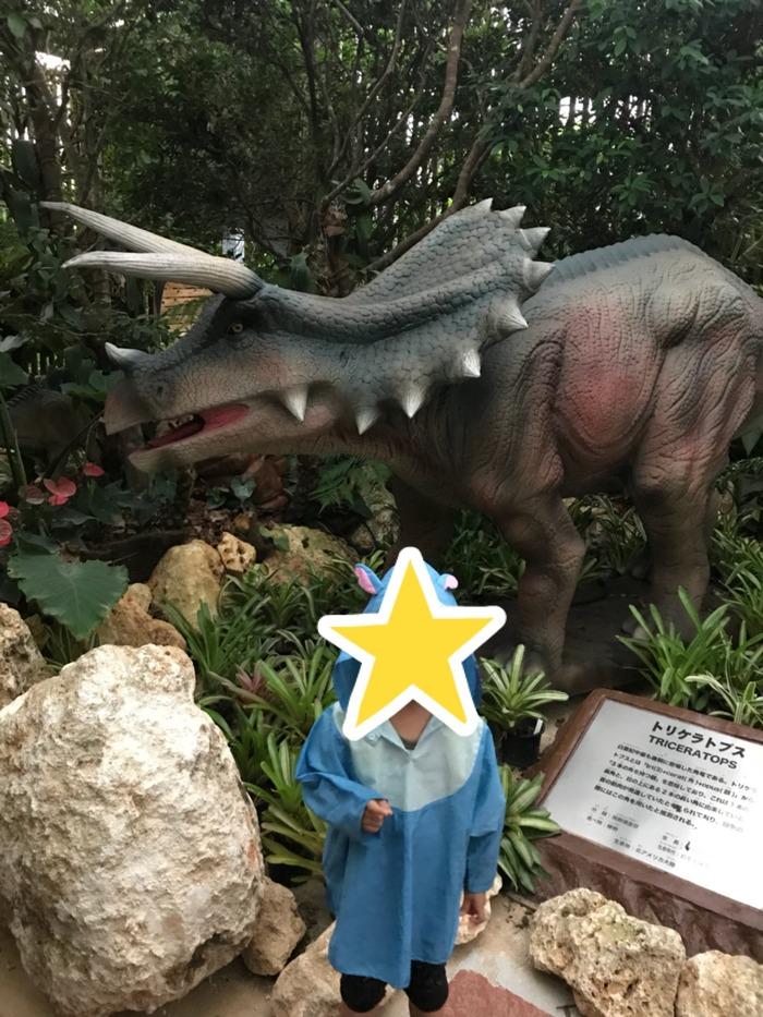 パイナップル以外に恐竜も
